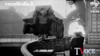 Franz Reichelt si butta dal primo piano della Torre Eiffel e muore schiantandosi al suolo