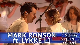 Mark Ronson Performs