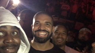 Drake jumps in crowd & moshs at Travis Scott in Portland, Oregon! With 600breezy n P reign