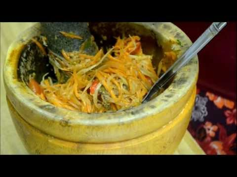 How to make Bok Lahong (Cambodian spicy papaya salad) បុកល្ហុង