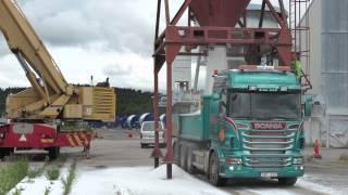 Salt lossas från fartyget MONTE i Uddevalla hamn