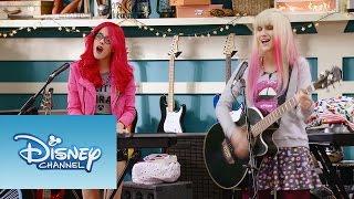 """Violetta: Momento Musical: Roxy y Fausta interpretan """"Underneath It All"""""""