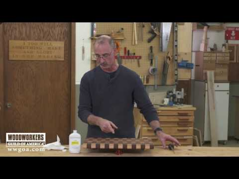 Simple Trick for Dispensing Mineral Oil on Wood