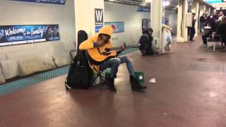 Subway performer stuns crowd with Fleetwood Mac