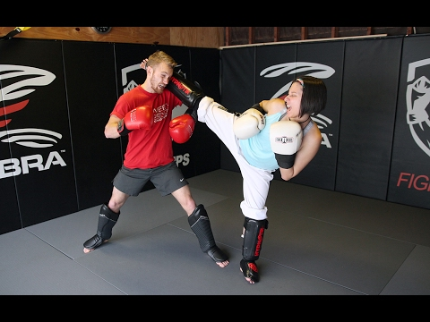 Taekwondo Girl vs Boxing Guy: Real Sparring