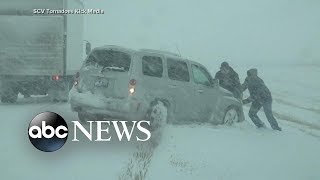 Travel warnings as snowstorm hits East Coast