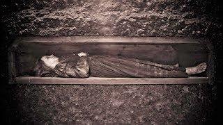 هذا هو القبر الوحيد الذي تعامل مع هذه المراة بطريقة مرعبة وابنها يقول الحقيقة ويحذر الجميع
