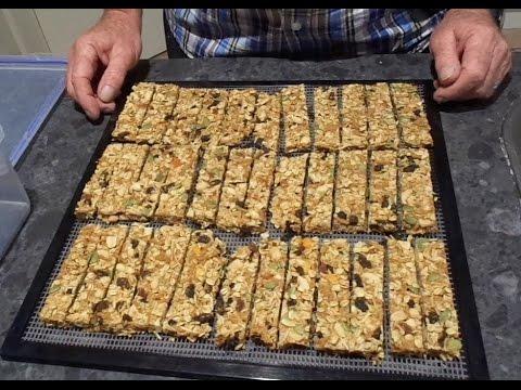 How to make the best crunchy muesli bars