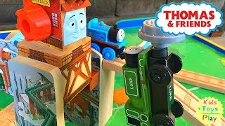 Thomas Wooden Railway | Thomas Train Merrick and the Rock Crusher | Unboxing Thomas and Friends Toys