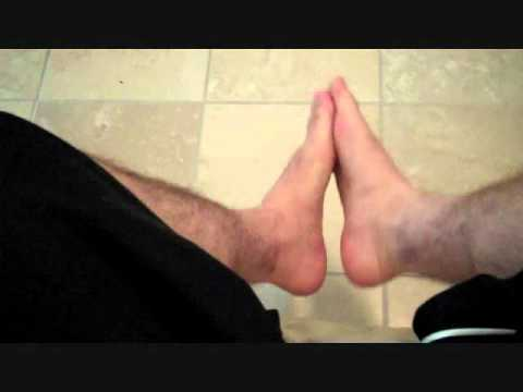 How to put lotion on your feet without using your hands