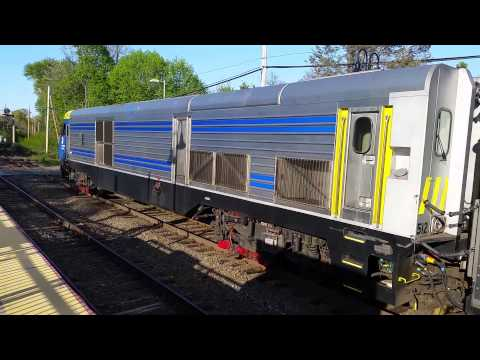 LIRR 658 comes and goes in Stony Brook