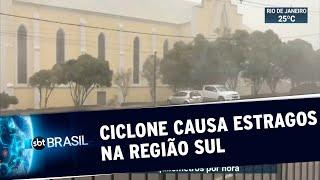 Chegada de ciclone assusta moradores e causa estragos no sul do país | SBT Brasil (30/06/20)