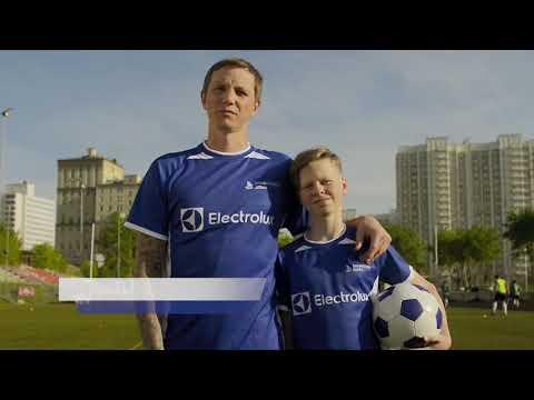 Подари детям футбольную семью. Роман Павлюченко