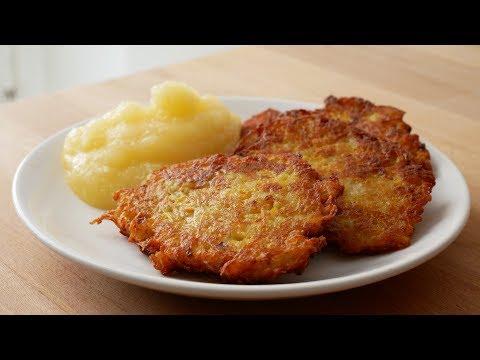 Kartoffelpuffer mit Apfelmus (Rezept) || Potato Pancakes with Applesauce (Recipe) || [ENG SUBS]