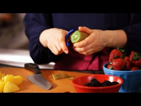 How to Prepare Fruit for Topping a Cake | Cake Decorating