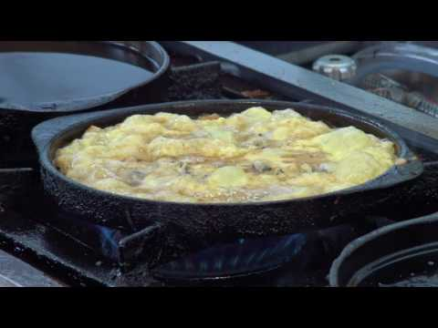 Thailand Street Food - Pan Fried Oyster Omelette