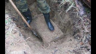 Во время раскопок археологи нашли покрытый грязью ящик. Лучше бы они его не открывали