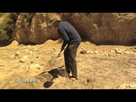 Brad Lancaster demo: Learn how to build a Berm with a bunyip water level