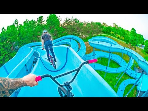 BMXTWINRACEDOWNWATERSLIDE!*WATERPARKRIDING*