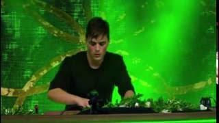 Martin Garrix Toca sua música (ANIMALS) no mais conhecido renomado festival de música Eletrônica: Tomorrownland.