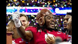 Bo Scarbrough loves the A on Alabama glove in touchdown celebrations