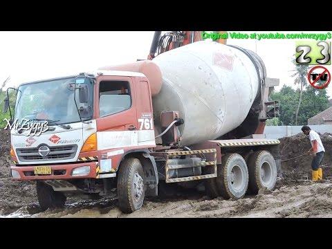 Cement Mixer Truck Hino 500 FM260Ti Working