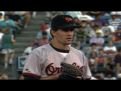 BAL@TEX: Mussina throws complete-game shutout