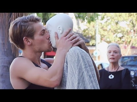 MAKING OUT WITH MANNEQUINS