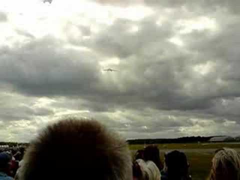 Avro Vulcan B.2 at farnborough air show - 20/07.08