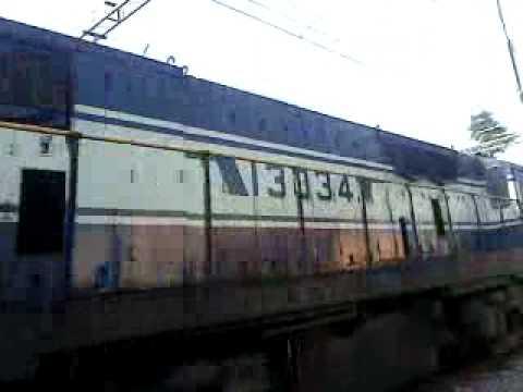 Yeswanthpur - Pondicherry Garibrath crawling - indian railway