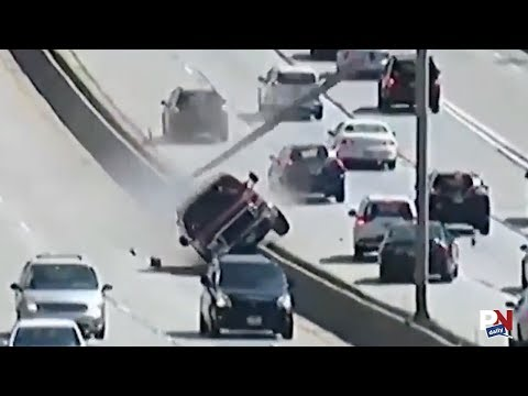 Pickup Takes Out Interstate Lights Like It's Nothing