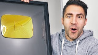 UNBOXING THE SLIGHTLY NEW GOLD YOUTUBE PLAY BUTTON!