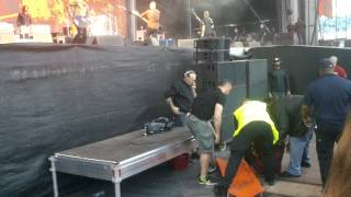 Dave Grohl breaks leg, close up, Ullevi 2015