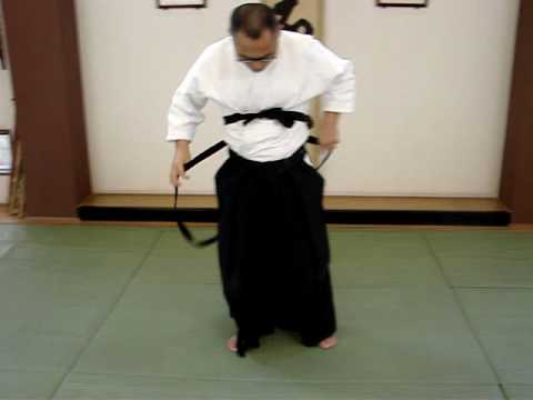 How to put on a hakama.