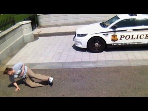Man with gun shot at White House entrance