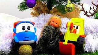 Leo Junior, Max und  Evi schmücken den Weihnachtsbaum.