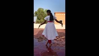 Kannukkul pothi vaipen by Induja