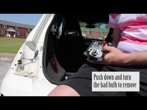 Fiat 500: Replacing Brake Light bulb