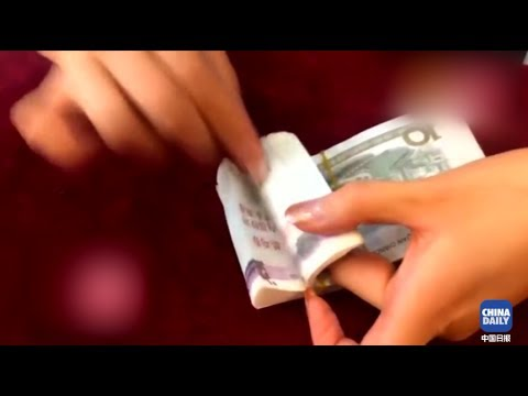 Chinese cashier's amazing cash-counting skills