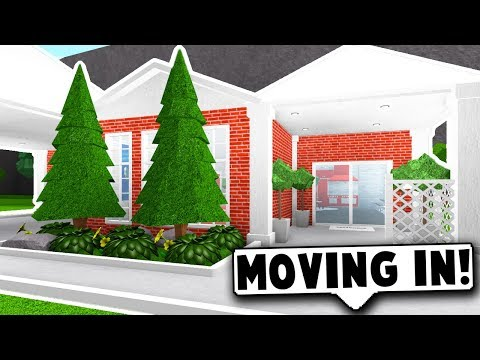 I STARTED BUILDING A TOWN! FIRST HOUSE! (Roblox Bloxburg) Roblox Roleplay