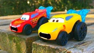 Disney Pixar Cars 3 Lightning McQueen & Cruz Ramirez Go SWIMMING Splash RACERS Toy Stories for Kids!