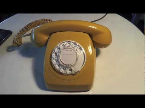 Retro Rotary Dial Phone Australian 1977 Ringing. Telecom STC 802