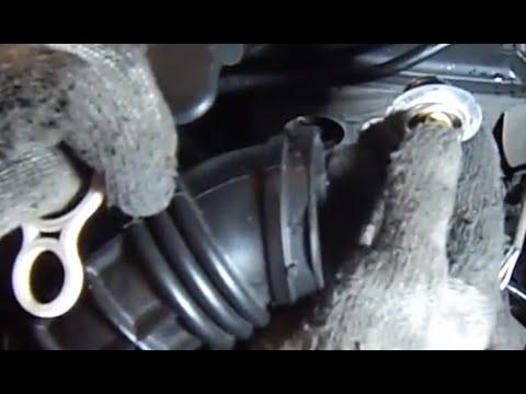 Replace R53 MINI Cooper S thermostat-2002-06-mechanics eye view