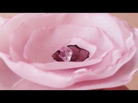 How To Make a Pretty Organza Flower (en Español) - DIY Crafts Tutorial - Guidecentral