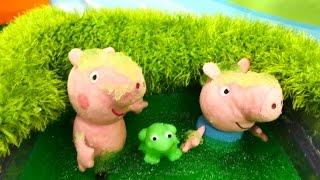 Download Плюшевые игрушки - Свинка Пеппа и Джордж купаются в болоте Video