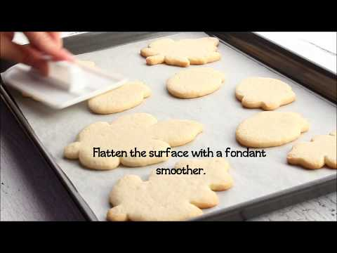 How to Flatten Sugar Cookies for a Smooth Decorating Surface