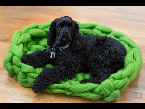 HAND CROCHET A MERINO WOOL DOG BED 30 MINUTES. BECOZI