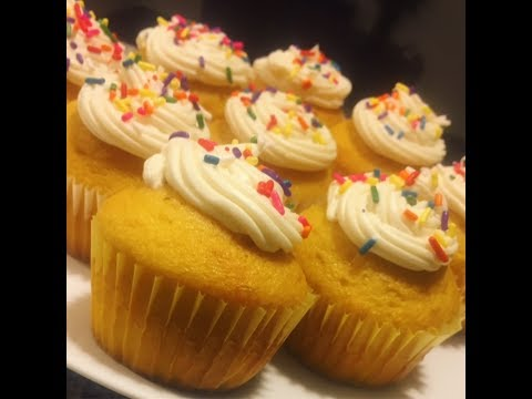 Vanilla cupcakes with sprinkles: How to make w/ box cake mix