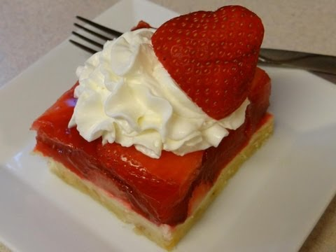 Fresh Strawberry Pie with CookingAndCrafting