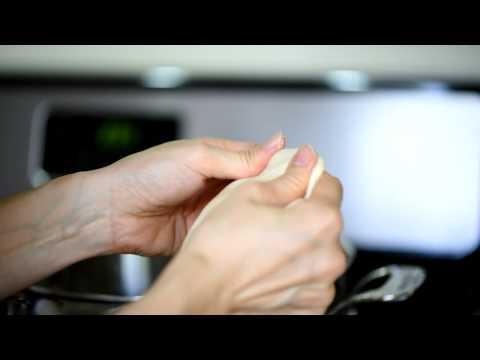 How to make hand-torn noodles (Mee Hoon Kueh)